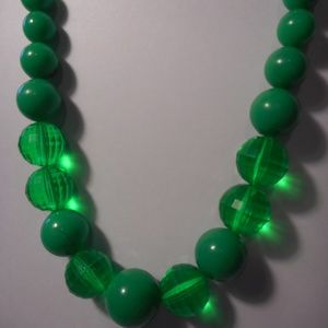 """Jewelry - Vintage Green Graduated Bead Necklace 24"""" Long"""